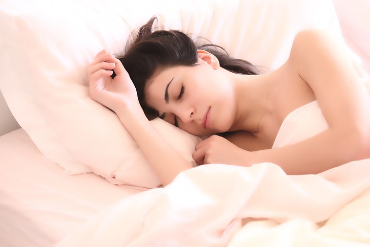 We all understand how a good night sleep is vital for our overall health Pros and Cons of  Pros and Cons of Sleep-Tracking Devices